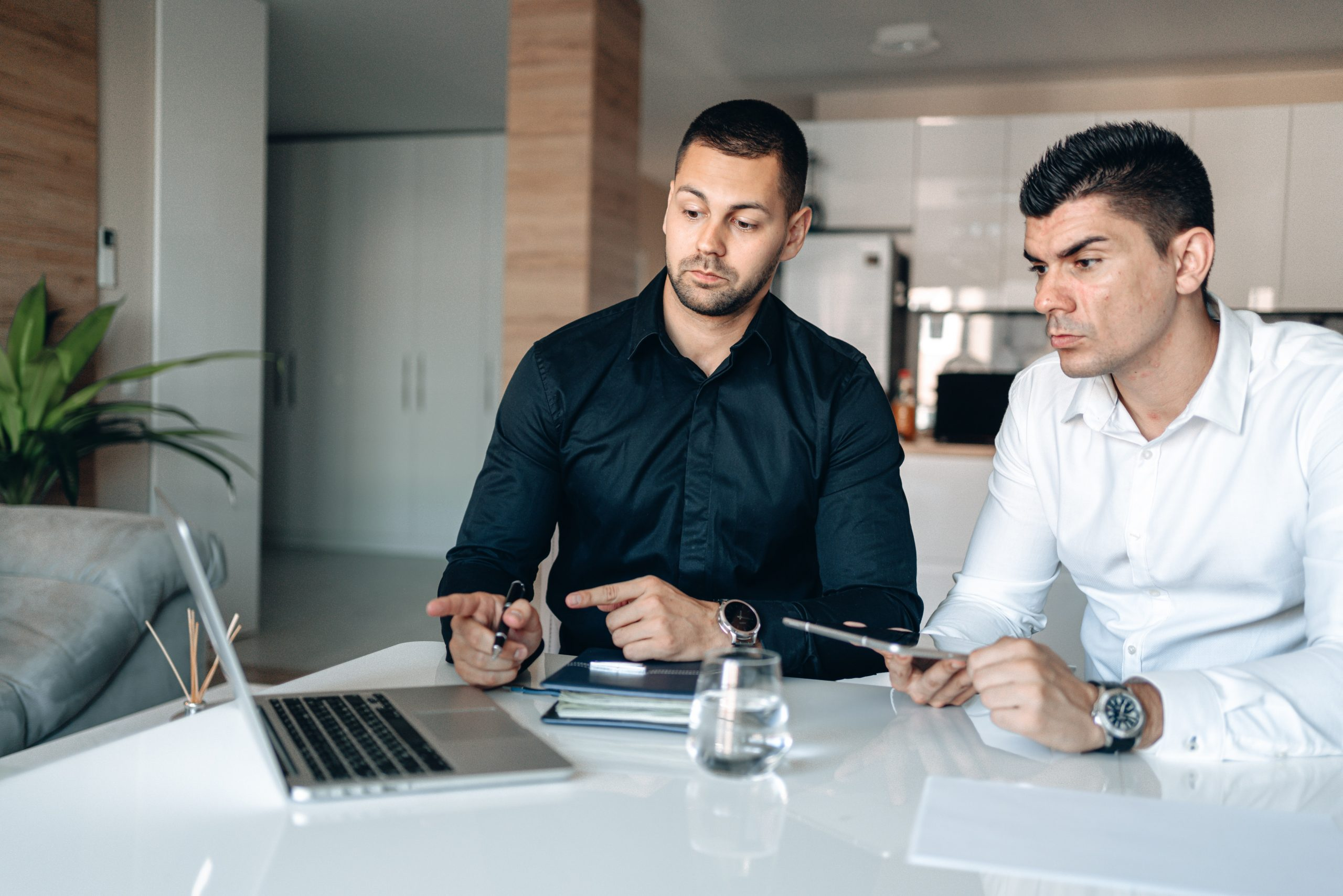 Blockchain development company Sydney experts strategizing for a business