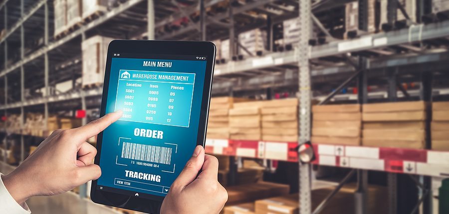 Warehouse manager using an innovative software to manage the supply chain